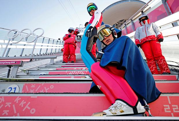 Немецкий двоеборец Эрик Френцель и его плед. Игры все-таки зимние. Кстати, синоптики не врали — Олимпиада вышла одной из самых холодных в истории.