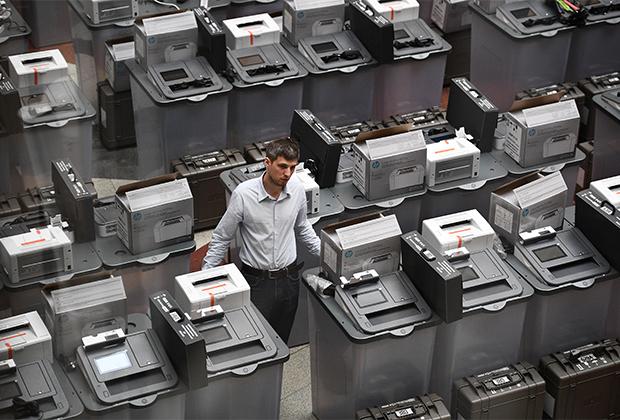 Не менее 30 миллионов избирателей 18 марта смогут проголосовать с помощью комплексов обработки избирательных бюллетеней (КОИБов) или комплексов электронного голосования (КЭГов)
