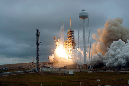 Илон Маск пояснил ситуацию с упавшей в воду носовой частью ракеты