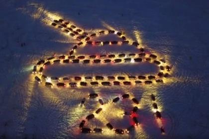 Уральские водители выстроились в светящийся танк