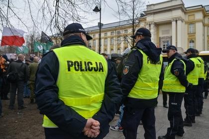 Пьяные украинцы и грузины закидали тротуарной плиткой польских полицейских