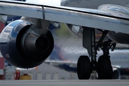 Летевший в Астрахань самолет экстренно сел из-за смерти пассажирки
