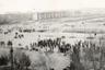 В феврале 1988 года в Нагорно-Карабахской автономной области (НКАО) и Армянской ССР прошли массовые митинги с требованием присоединить область к Армянской ССР. С этого времени в обеих этнических общинах начали циркулировать слухи об актах насилия на национальной почве. <br><br> 22 февраля у армянского села Аскеран на территории НКАО произошло первое массовое столкновение между азербайджанцами из Агдама, направлявшимися в Степанакерт для «наведения порядка», нарядом милиции и местным армянским населением. В результате столкновения погибли двое азербайджанцев, 50 человек с обеих сторон получили ранения. Вскоре из Нагорного Карабаха в Армению и Азербайджан потянулись беженцы. Прибыв в Азербайджан, они рассказывали о пережитых ужасах и применявшемся к ним насилии. Страсти накалялись. <br><br> 26 февраля 1988 года на центральной площади Сумгаита прошел митинг, посвященный событиям в Нагорном Карабахе. Среди выступавших были те, кто называл себя беженцами. Они рассказывали о зверствах и тысячах азербайджанских беженцев. Армян обвиняли в том, что они живут в Сумгаите лучше многих азербайджанцев, имеют благоустроенные квартиры и дома, занимают лучшие должности. Прозвучал призыв «Смерть армянам!». <br><br> На следующий день, 27 февраля, митинги продолжились стихийно. На площади Ленина собрались тысячи азербайджанцев. Выступавшие призывали наказать армян за Карабах, за азербайджанских беженцев: «убивать и гнать их из Сумгаита, из Азербайджана вообще». В конце практически каждого выступления звучал призыв «Смерть армянам!». <br><br> В какой-то момент страсти накалились до предела, и ситуация вышла из-под контроля. Погромы начались в центре. Небольшие группы отделились от основной массы митингующих и рассеялись по центральным кварталам в поисках армян. Сотни сумгаитских азербайджанцев, подогретые спиртным, которое раздавали бесплатно с грузовиков, приступили к погромам квартир, массовым избиениям, издевательствам и убийствам, которые продолжались до поздней ночи. Правоохранител