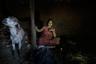 Лаксми Тамату выдали замуж в 12 лет, и месячные у нее начались уже после свадьбы. С тех пор каждый месяц она проводит несколько дней в этом сарае вместе с козами.