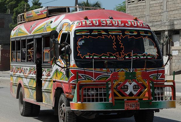 Гаитянские автобусы — произведение народного искусства