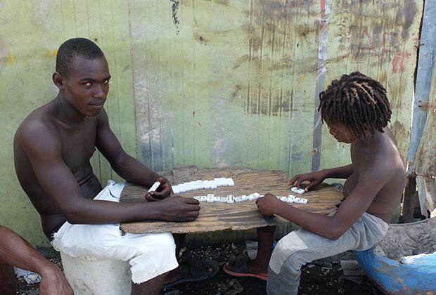 Избыток свободного времени местные заполняют настольными играми