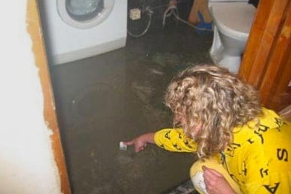 прорвало трубу затопило квартиру кто виноват