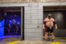 Эдди «Зверь» Холл — самый сильный человек в мире. До получения этого титула он становился сильнейшим британцем шесть раз подряд. <br> <br> Спортсмен весит 420 фунтов (190,5 килограмма) и для поддержания формы ежедневно употребляет 12,5 тысячи калорий. Его тренировочный режим состоит из четырехчасовых занятий в тренажерном зале, а также тренировок по плаванию и вытягиванию автомобиля. <br> <br> Фотограф наблюдал за Холлом около трех недель, фиксируя моменты его жизни. Кадр вошел в шорт-лист профессионального конкурса по тематике «Спорт».