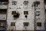 Йемен, беднейшая страна арабского мира, искалечена войной между сторонниками правительства президента Абд Раббу Мансура Хади и союзниками повстанческого движения хуситов.  <br> <br> Более 10 тысяч человек погибли и более 50 тысяч получили ранения с марта 2015 года, многие из них были ранены в результате воздушных ударов многонациональной коалиции под руководством Саудовской Аравии, которая поддерживает бывшего президента. <br> <br> Шорт-лист категории «Текущая повестка и новости».