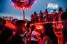 Подростки ждут своей очереди на аттракцион Disko — одну из главных достопримечательностей парка развлечений Nicolandia в столице Бразилии.  <br> <br> Снимок, сделанный 24 марта 2017 года, — участник открытой программы конкурса.