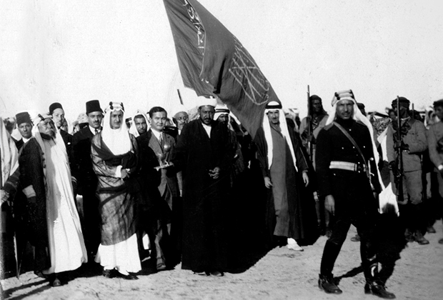 Принц Фейсал и советский полпред Назир Тюрякулов, Джидда, 1929 год