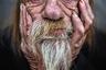 Снято в Денвере, штат Колорадо, на углу улицы. Этот бродяга грустно сидел в инвалидной коляске. Ужасная авария оставила его парализованным по пояс. Фотография — участник открытого конкурса.