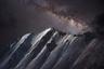 «В горах Тянь-Шаня климат очень изменчив, и можно увидеть все четыре сезона за один день. Днем очень жарко, а вечером начинается снегопад. Заснеженные горные вершины сияют как звезды Млечного Пути», — рассказал автор снимка.