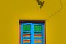 «Окно. Мне понравился его цвет и трещины, которые к нему ведут.  После многочисленных попыток мне удалось сфотографировать птицу в этом пространстве», — рассказал фотограф.