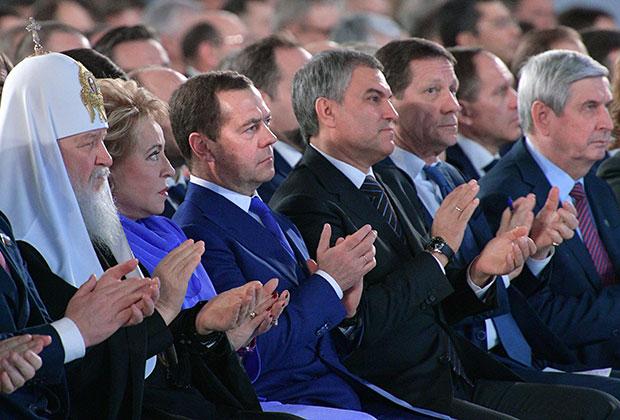 Среди гостей — главы регионов, представители судебной власти, руководители Генпрокуратуры, ФСБ, Следственного комитета, главы Центризбиркома, Счетной и Общественной палат. Традиционно присутствуют и лидеры религиозных конфессий.
