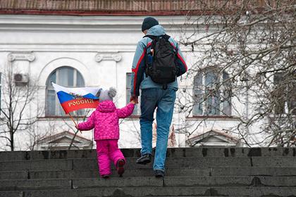 Севастопольцев призвали украсить дома триколорами