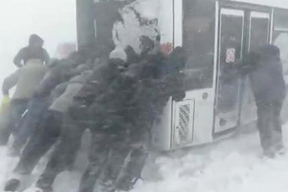 Автобусы перешли на бурлацкую тягу на Сахалине