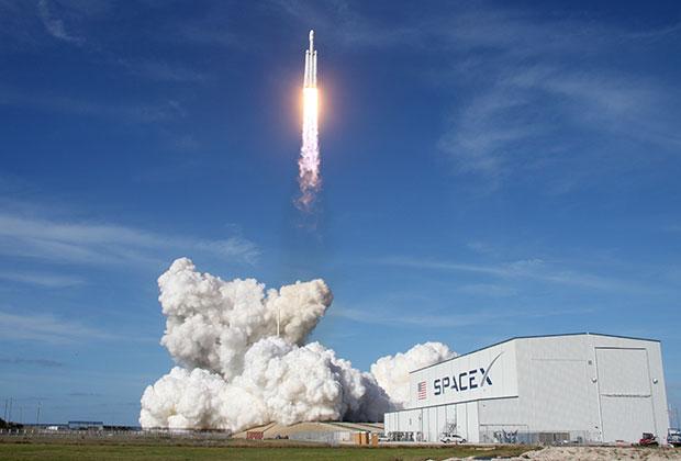 Пуск сверхтяжелого носителя Falcon Heavy на мысе Канаверал