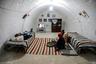 Как и в любом другом доме, в подземных жилищах берберов есть гостиные, спальни, столовые и кухни. Многочисленные комнаты связывает целый лабиринт коридоров. Обычно на другие уровни ведут прорезанные в камне ступени, но иногда обходятся свисающей от входа веревкой.