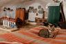 Даже остающиеся в старых деревнях не всегда живут в подземных жилищах. Они строят новые здания в западном стиле на прилегающем участке и селятся там. А традиционный дом превращается в хлев или мастерскую.