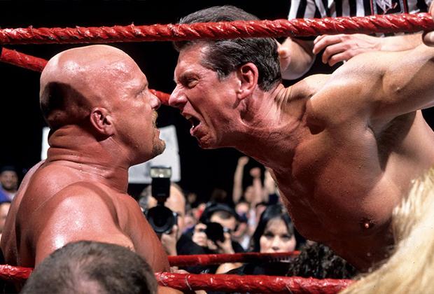 Винс Макмэн вышел на ринг в качестве главного злодея WWE