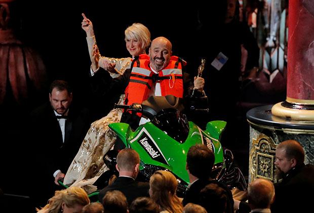 Марк Бриджес — «Оскар» за лучшие костюмы, с актрисой  Хеллен Миррен