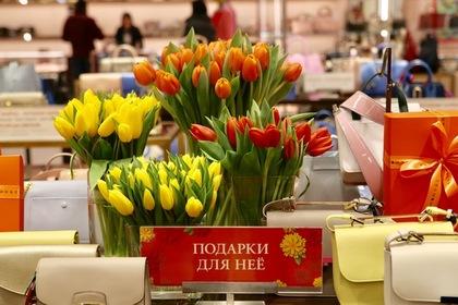 Москвичек научат краситься и дарить подарки