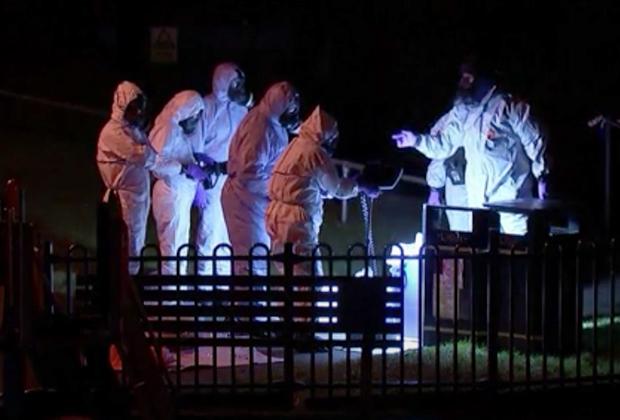 Криминалисты обследуют место, где находились отравленные