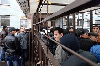 Россиян призвали встречать огромную волну мигрантов