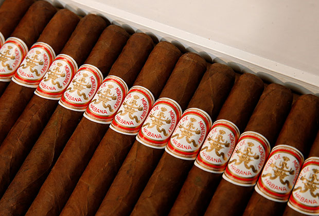 Сигары в коробке, надписанной рукой Кастро, попали на торги аукционного дома Julien's в Нью-Йорке