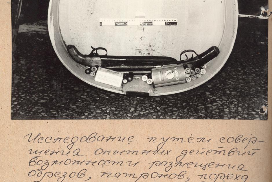 Следственный эксперимент — реконструкция тайника с оружием и взрывными устройствами в контрабасе.