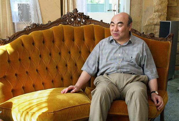 Экс-президент Киргизии Аскар Акаев во время интервью на даче в Подмосковье. 2005 год