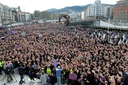 Испанцы объявили общенациональную забастовку за права женщин