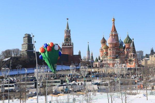 Аэростат из тюльпанов появился в Москве