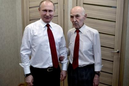 Президент РФ Владимир Путин и его бывший начальник, бывший глава разведгруппы КГБ в Дрездене Лазарь Матвеев