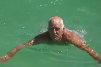 Австралийский пенсионер отбился от акулы голыми руками