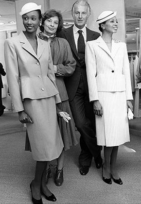 Юбер де Живанши и модели в костюмах из его коллекции 1979 года