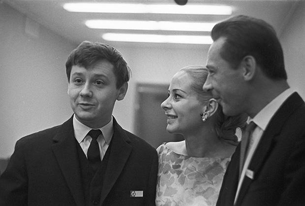 Олег Табаков, французская актриса Женевьева Паж и Олег Ефремов на IV Международном кинофестивале в Москве, 1965 год.