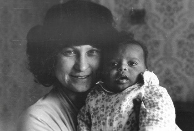 Мигель с мамой. Подрезково, 1982 год