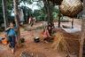 Чистота — одно из главных правил дома ашанинка: земляной пол подметают три-четыре раза в день. Сейчас ашанинка живут преимущественно в домах на сваях, но в традиционном жилище циновки из листьев кокосовой пальмы кидали сразу на пол.