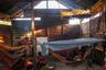 Большая часть ваорани спит в гамаках из пальмового волокна — это традиционный рукодельный промысел. Волокна обычно натурального или красного цвета, причем красят их в основном тертой корой дерева уэпета, и только иногда — ачоте.