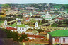 На переднем плане— крепостная стена вдоль Днепра. В 1925 году церковь Николая Чудотворца стала кафедральным собором Смоленска, в 1927-м была закрыта. Теперь вновь действует.