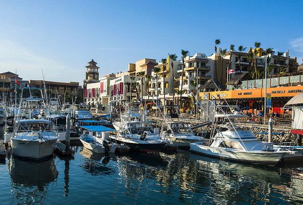 Путешественников в Лос-Кабос влекут длинные пляжи, отличный климат (среднегодовая температура — 26 градусов по Цельсию), прекрасные условия для отдыха: множество отелей, яхты, возможности для рыбалки и серфинга, дайвинга, колоритные рестораны. Об опасностях как-то не думается.