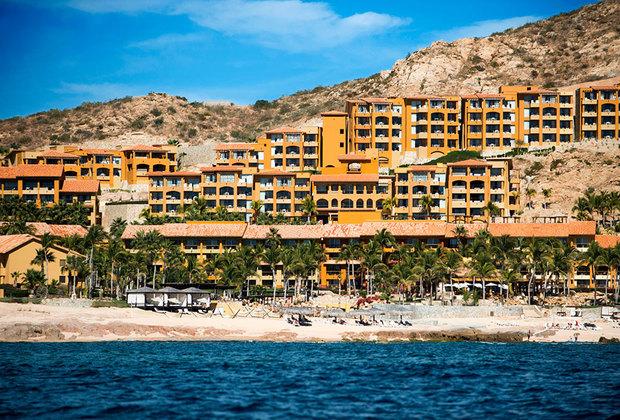 Несмотря на рисковое расположение, Лос-Кабос облюбован сетевыми гостиничными операторами. Некоторые из местных отелей — настоящие произведения искусства, достойные страниц Architectural Digest. На фото — известный во всем мире комплекс Fiesta American Grand Los Cabos.