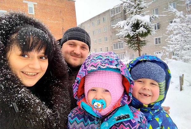 Андрей Довыденков с семьей