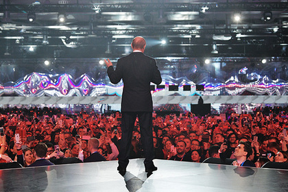 Путин завел толпу