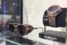 Крупные часовые производители выпускают оправы для известных часовых и ювелирных марок. Так, Italia Idependent сделала очки-«консервы» с твидовым декором в стиле автогонщиков 1930-1950-х годов для швейцарского бренда Hublot. Она также работает с adidas Originals и футбольным клубом «Ювентус».
