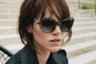 Известный французский производитель кожаных сумок и багажа Longchamp занялся очками не так давно. В новой оптической коллекции дизайнеры вдохновлялись 60-ми и стилем модельеров Юбера де Живанши и Андре Куррежа.