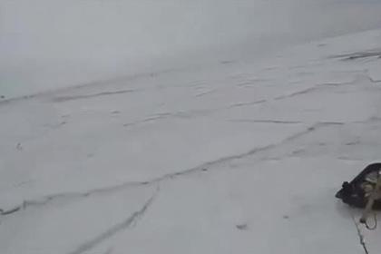 Рыбака на Байкале настигло цунами