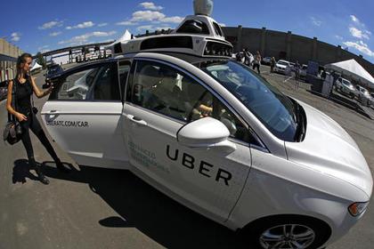Беспилотный Uber распугает пешеходов огнями и звуками